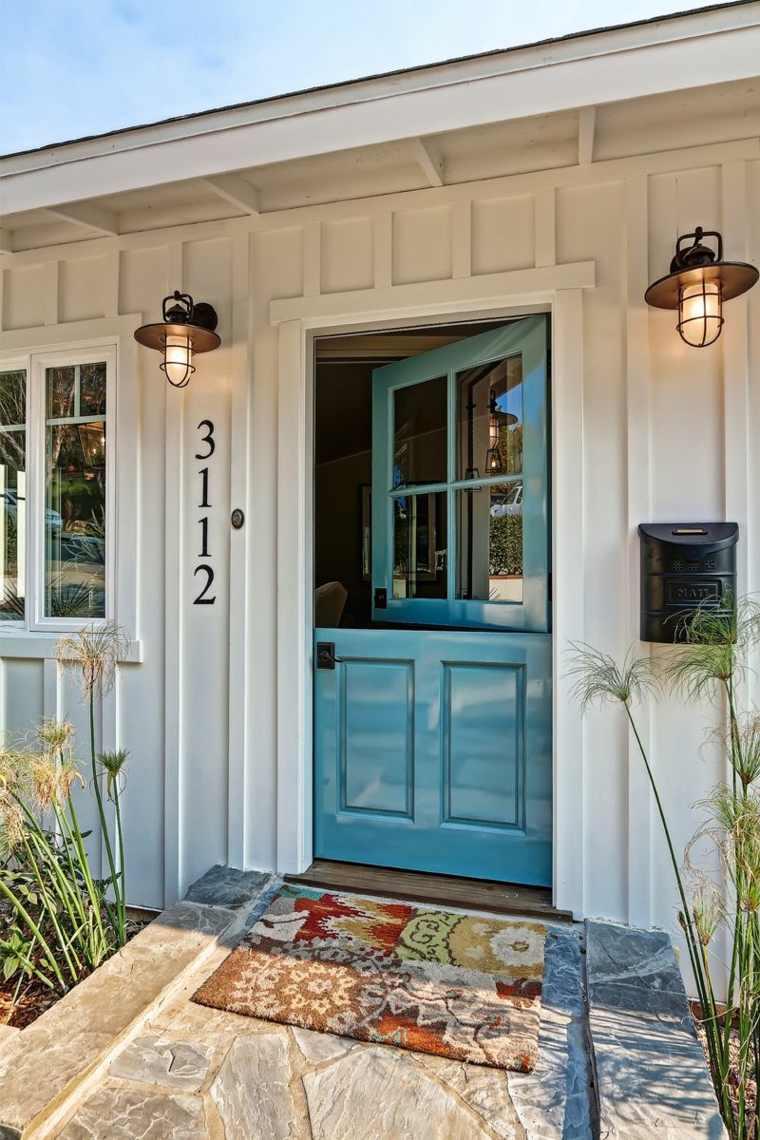 puerta holandesa azul