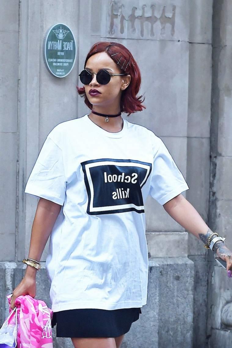 rihanna-cabello-rojo-corto-estilo-urbano
