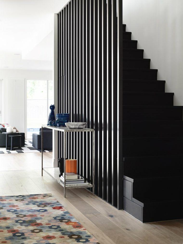 Melbourne House con una escalera negra moderna
