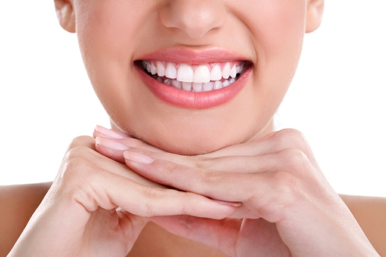 sonrisa-con-dientes-bonitos