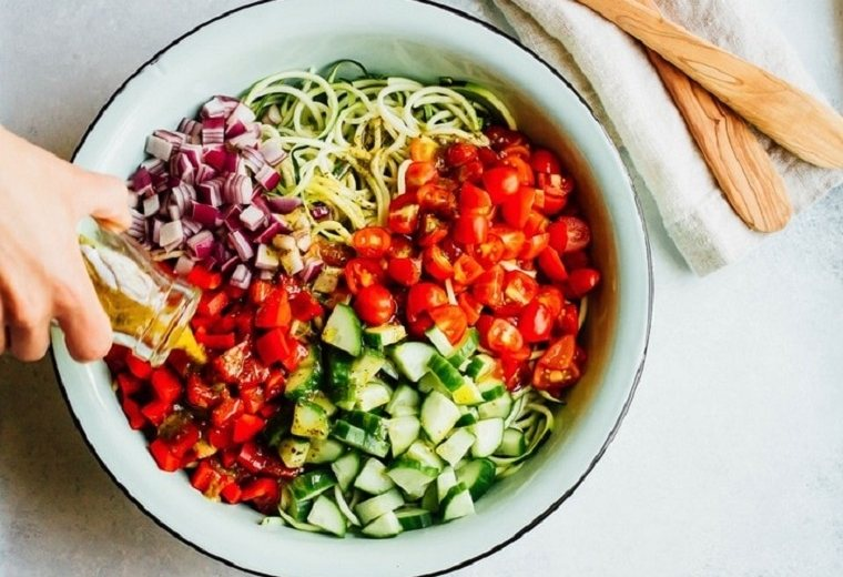 tallarines-calabacin-recetas-ensalada-verduras-saludable