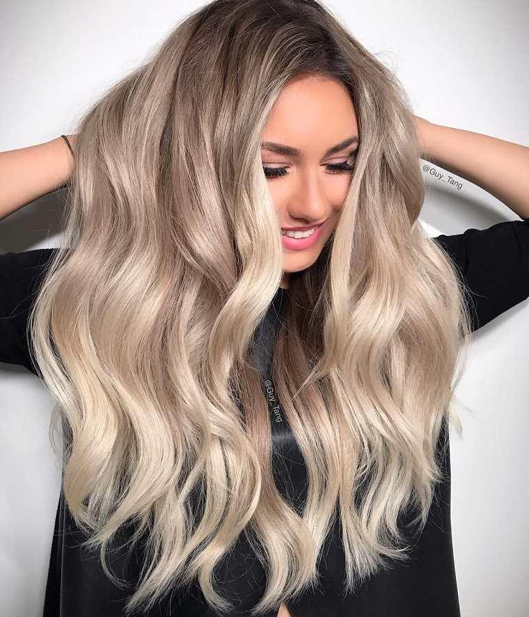 tipos-de-rubio-modernos-2018-cabello-largo-ondulado