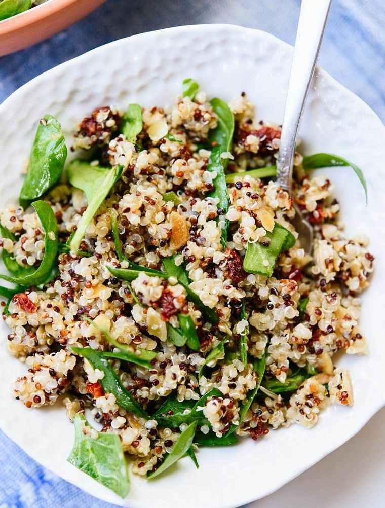 10-recetas-con-quinoa-ensalada-tomates-espinaca
