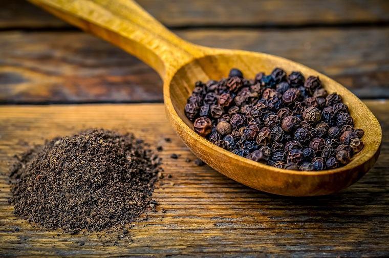 alimentacion-saludable-especias-pimienta-negra