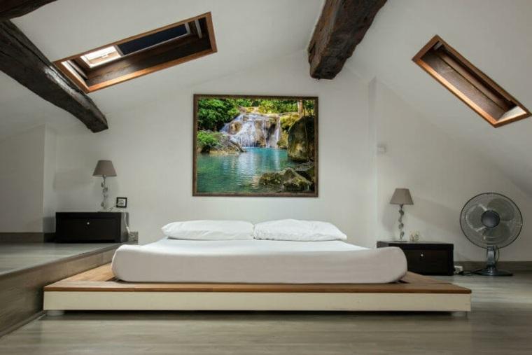 Ideas de dormitorio de atico de techo bajo con luces de cielo