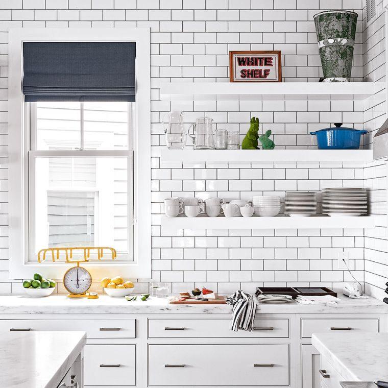 cocina-paredes-azulejos-blancos-lechada-negra