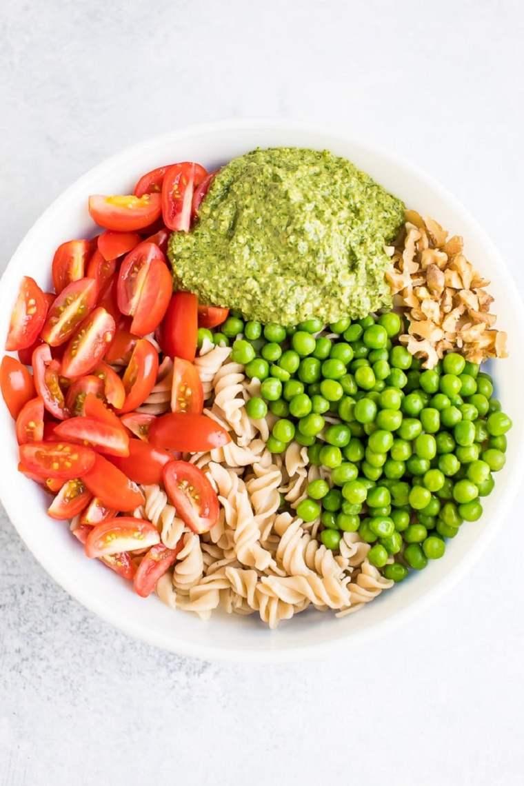 comida-vegana-facil-ideas-ensalada-pasta-pesto-verduras