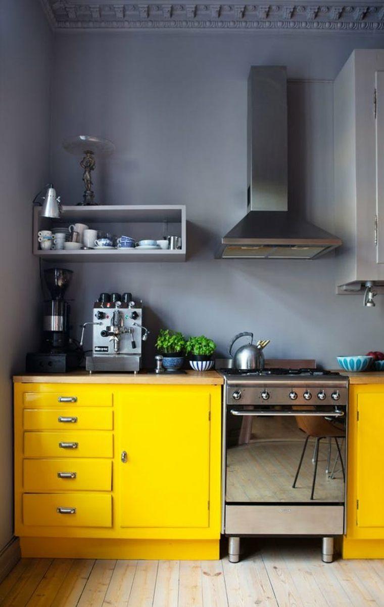 Cocinas pequeñas de colores vibrantes