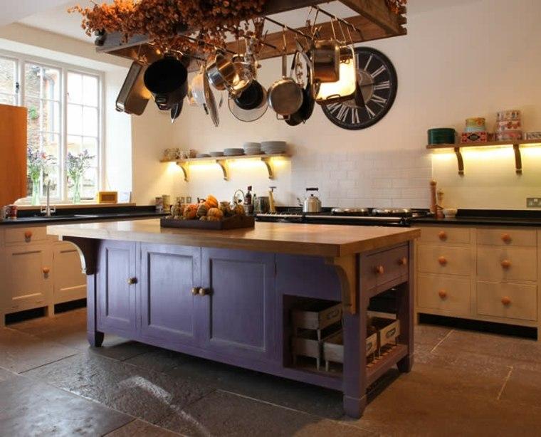 isla de cocina violeta