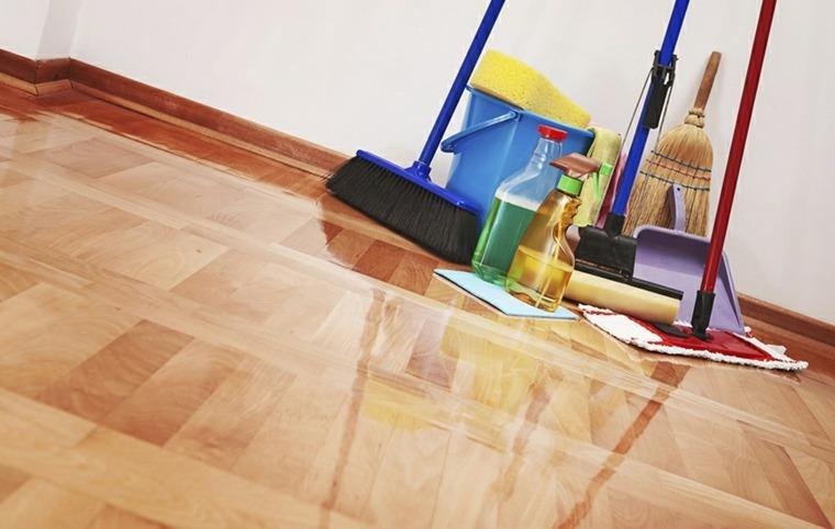 Limpie sus pisos con el limpiador y el trapeador recomendados