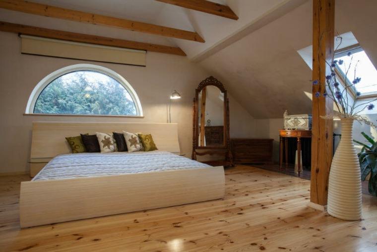 habitación bonita en el ático