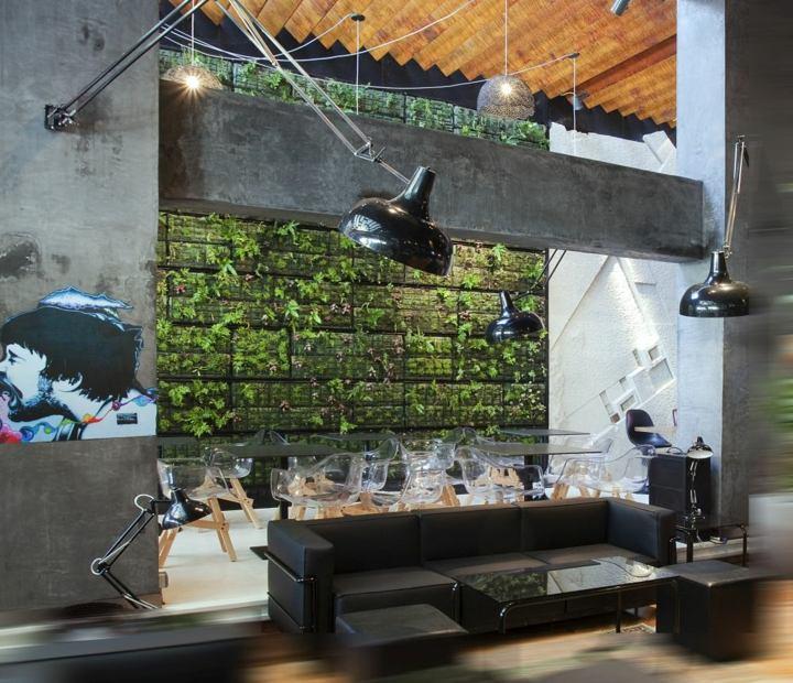 muro verde espacio moderno