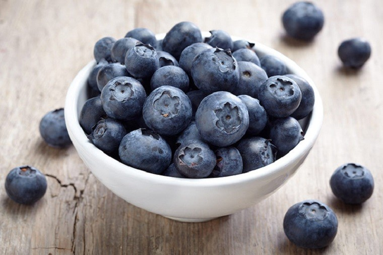 periodo-de-lactancia-comida-frutas-arandanos