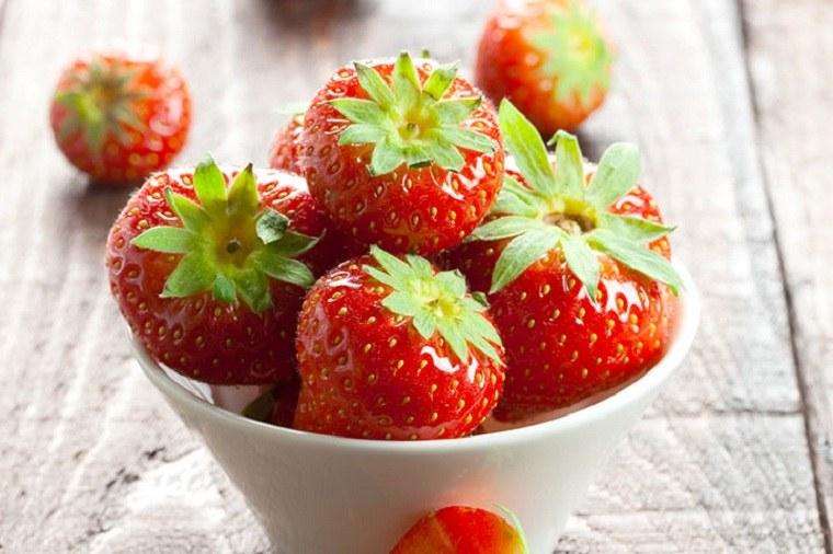 periodo-de-lactancia-comida-frutas-fresas
