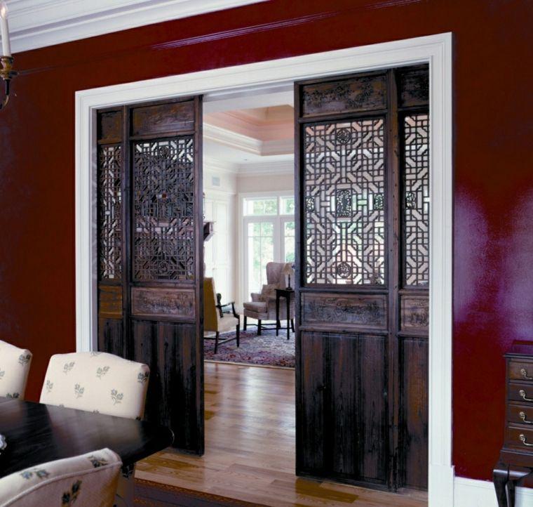 puerta de madera labrada