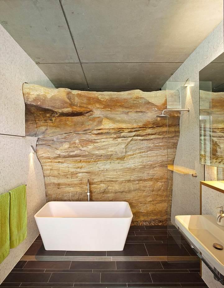 roca-expuesta-pared-bano
