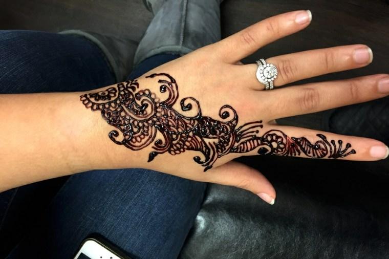 tatuajes-de-henna-elegantes