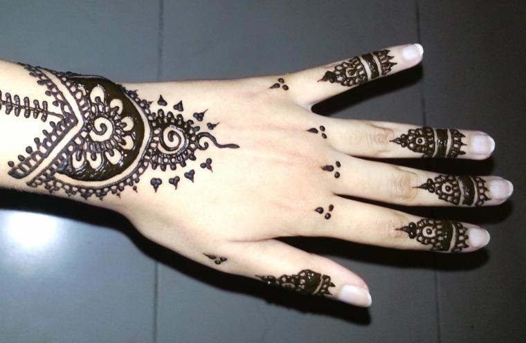tatuajes-de-henna-mano