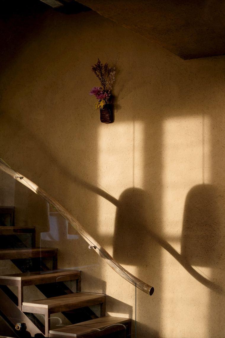 wabi-sabi-diseno-interior-barandilla-escalera