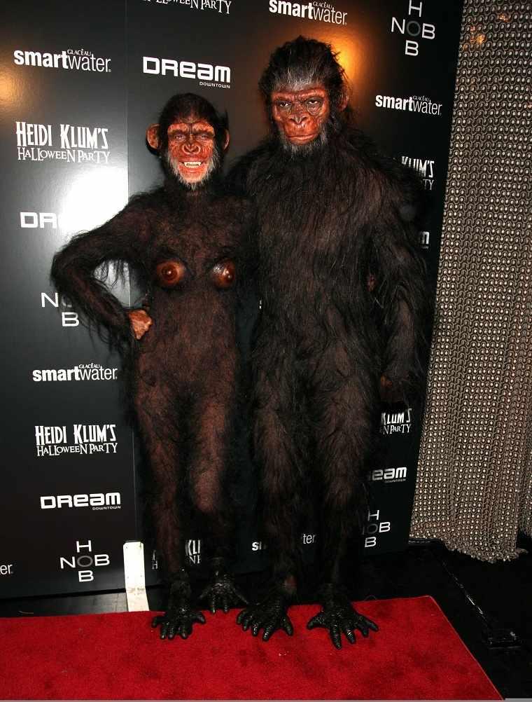 Heidi-Klum-2011-Halloween-fiesta-mono