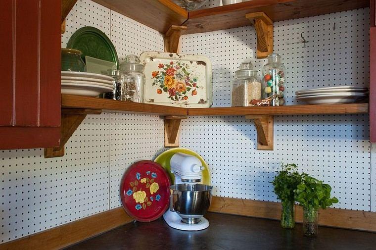 accesorios de cocina ideas-tablejo-clavijas-cocina-clasica