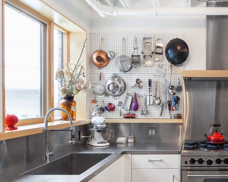 accesorios-de-cocina-ideas-tablejo-clavijas-cocina-idustrial