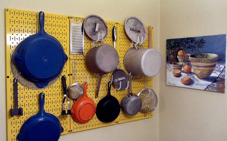 accesorios-de-cocina-ideas-tablejo-clavijas-color-amarillo