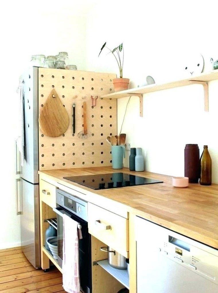 accesorios-de-cocina-ideas-tablejo-clavijas-madera-color-claro