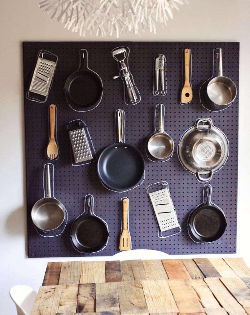 accesorios-de-cocina-ideas-tablejo-clavijas-negro