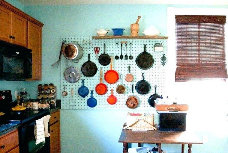 accesorios-de-cocina-ideas-tablejo-clavijas-pintado-color-pared