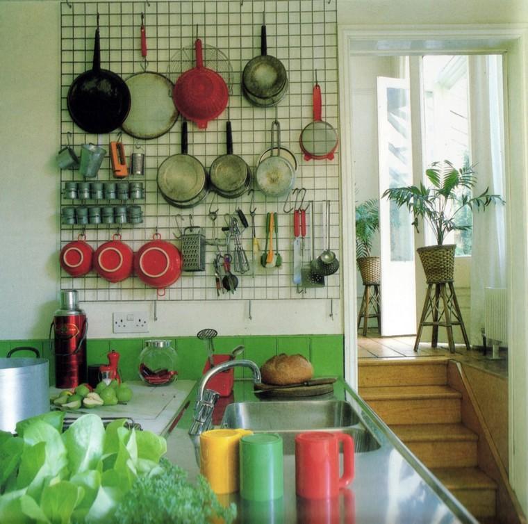 accesorios-de-cocina-ideas-tablejo-clavijas-rejilla