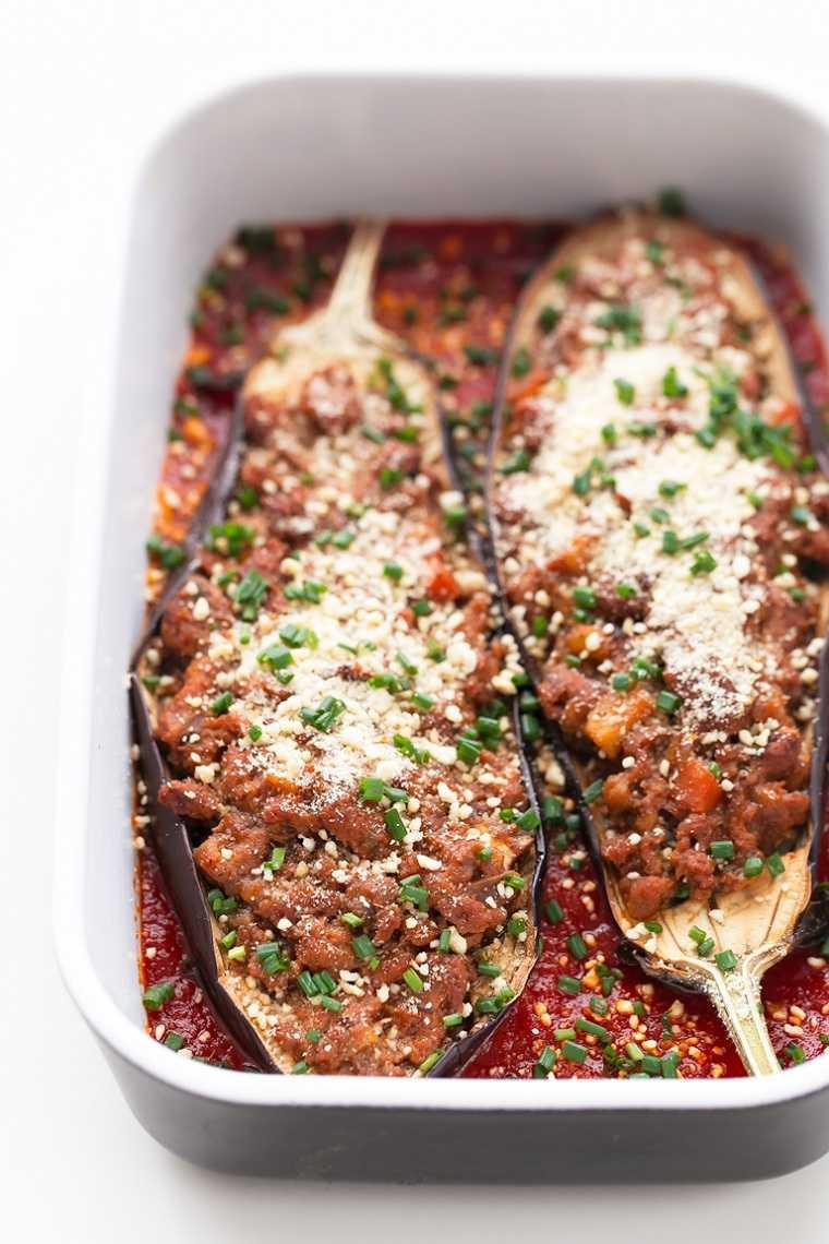 berenjenas-rellenas-receta-vegana-salsa-tomate