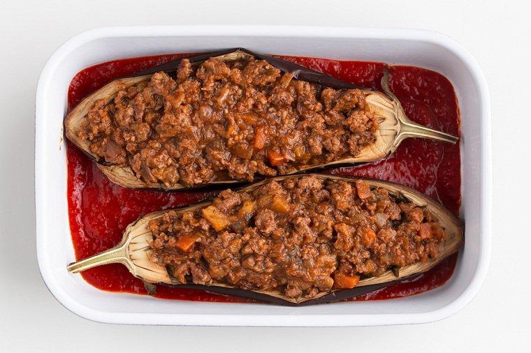 berenjenas-rellenas-receta-vegana-salsa