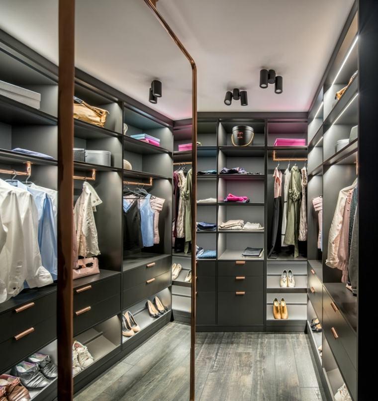 closet-ropa-zapatos-espaciosa