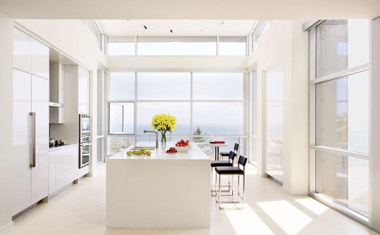 cocina-blanca-amplia-opciones-originales