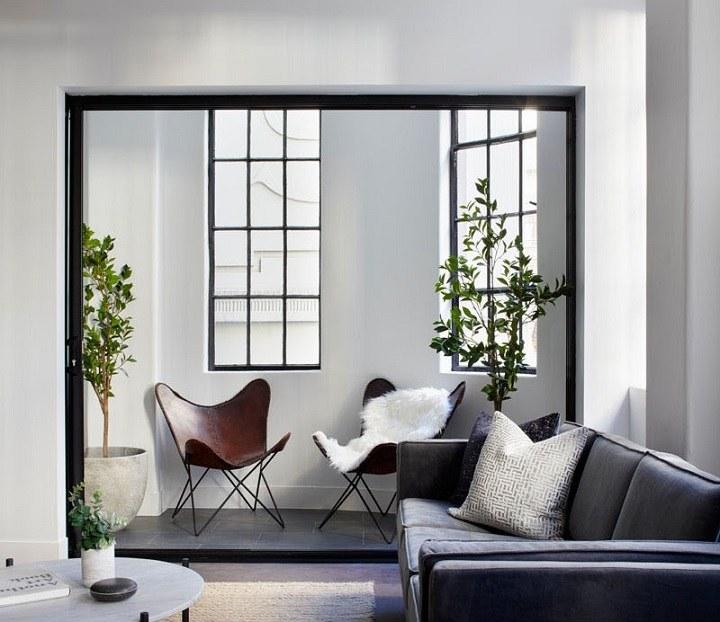 paredes decoradas cojines blancos detalles claros