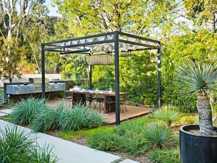 Restaurante al aire libre, comedor en el jardín