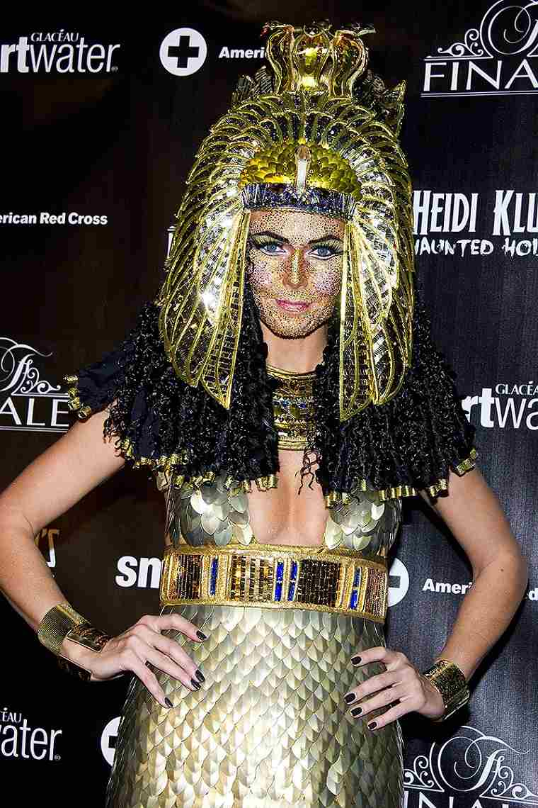heidi-klum-halloween-cleopatra-ideas