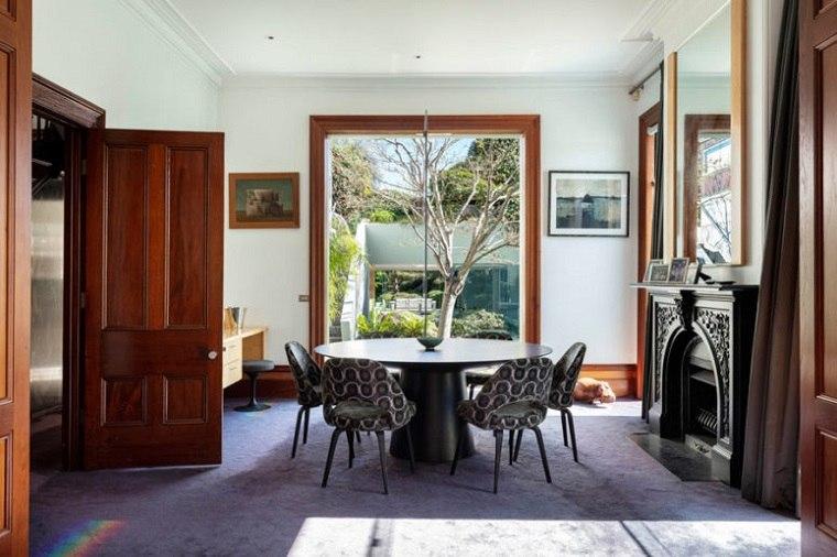 interior-victoriano-chimenea-oscura