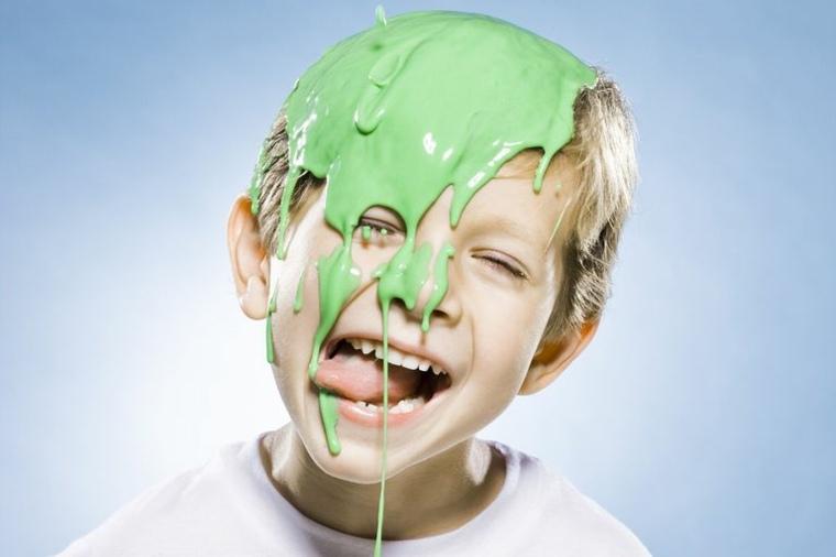 niño-con-slime-en-la-cabeza