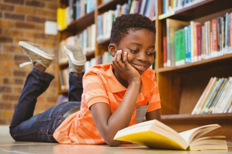 Diversión en la biblioteca local