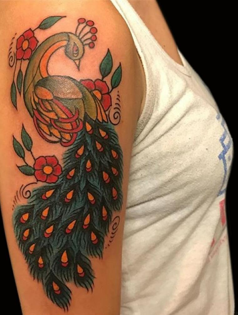 pajaro-bello-hombro-ideas-tatuaje-moderno