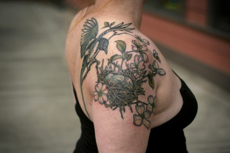 pajaro-nido-hombro-tatuaje