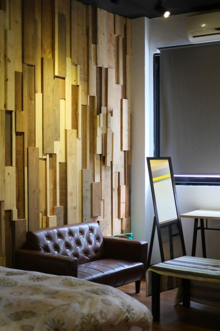 pared de acento de madera con relieve