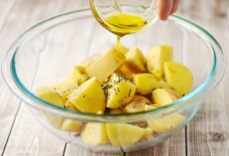 patatas-al-horno-romero-receta-ideas-rapidas