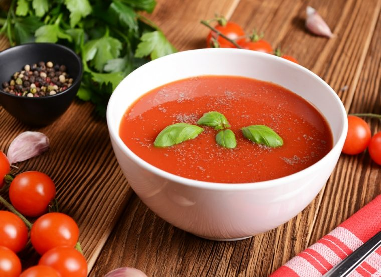 preparacion de gazpacho-facil-casa