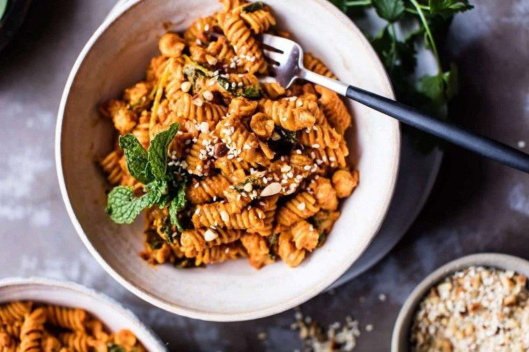 receta-lentejas-pasta-tomates-secoso-deliciosa-comida