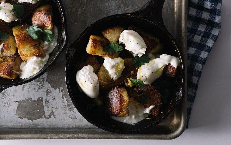 receta-patatas-horno-ideas-queso-burrata-sabor