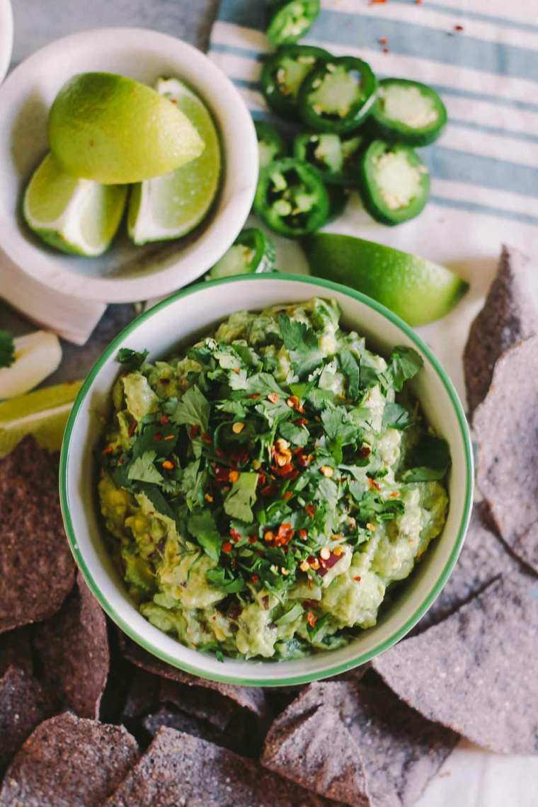 guacamole casera con cilantro