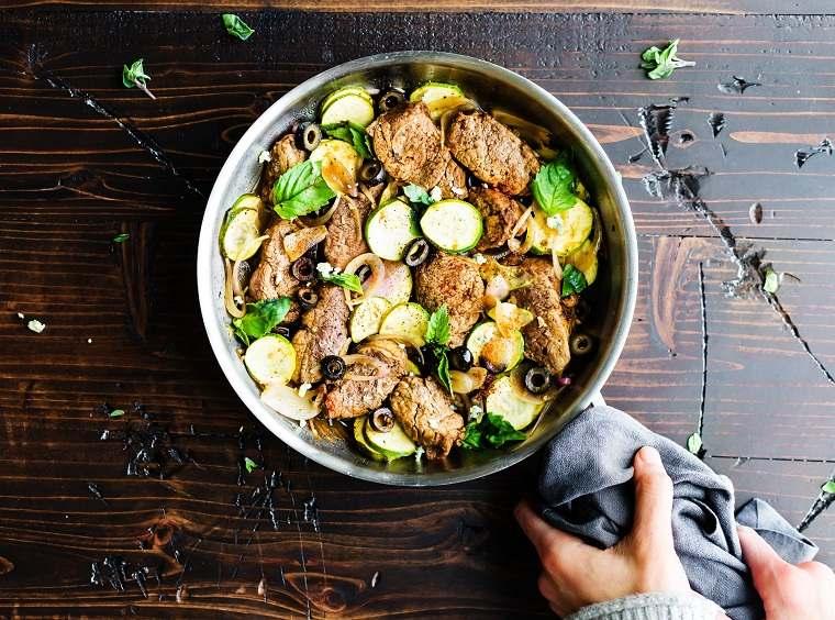 solomillo-cerdo-asado-sarten-verduras